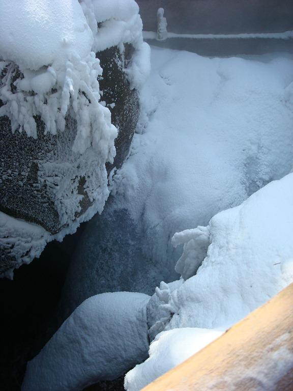 冰壳子里的瀑布