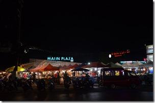 巴东海滩的夜市